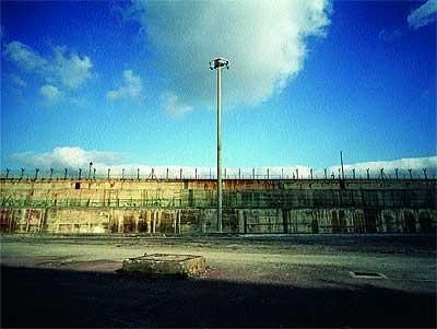 Materiales. En sus cimientos se emplearon 1.000 toneladas de hierro y 200.000 metros cúbicos de hormigón armado.