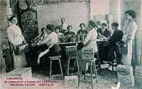 """Ceregumil """"femenino"""". Mayoría de mujeres en la sede de Montilla, Córdoba, en 1910."""