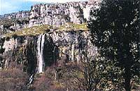 Algunas leyendas cuentan que las impresionantes cascadas son los hechizos de veteranas hadas. / C. J.