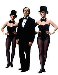 Kiko Ledgard presentó Un, Dos, tres...entre 1972-1974 y 1976-1978. A su dcha., Victoria Abril.