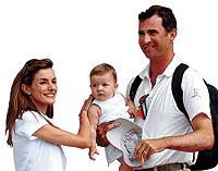 La infanta Leonor con sus padres: Don Felipe y Doña Letizia