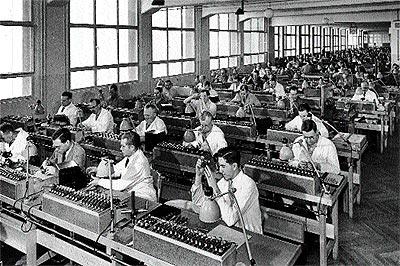 Operarios de la casa Leica. En sus mejores épocas, empleó a unos 5.000.