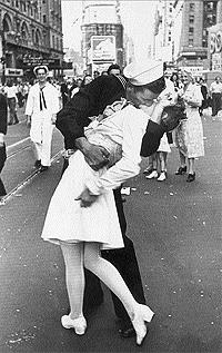Eisenstädt captó con su Leica la celebración de la victoria de la Guerra en medio de Times Square