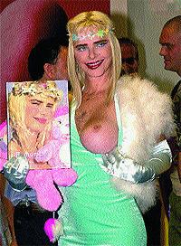 Salto a la fama. Cicciolina, 54 años, nació en Budapest (Hungría) y pasó de ser actriz porno a diputada en el Parlamento italiano.