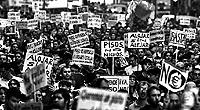 Manifestación de jóvenes contra el elevado precio de la vivienda. / JOSÉ AYMÁ