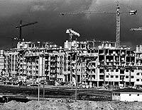Edificios en plena fase de construcción en uno de los nuevos desarrollos de Madrid. / /JOSÉ AYMÁ
