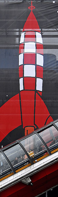 El cohete de Tintín despega ahora desde el Pompidou. / MARGA ESTEBARANZ