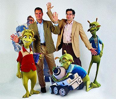 Sus criaturas. Javier (izq.) e Ignacio junto a algunos de los protagonistas de la nueva película de animación creada en su productora Ilion Studios, en Madrid.