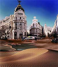 """Atasco entre la arena. La tierra seca se come a la húmeda. Los científicos lo llaman """"lepra de la tierra"""". Madrid también está leprosa"""