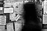 Un tablón con anuncios de clases de idiomas en la Facultad de Filología de la Complutense de Madrid. / ANTONIO HEREDIA