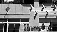 Imagen de viviendas en venta en la localidad malagueña de Benalmádena. / CARLOS DÍAZ