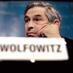 El presidente del Banco Mundial, Paul Wolfowitz, durante la Asamblea del Fondo Monetario Internacional, el pasado 12 de abril en Washington. / AFP