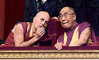 Matthieu Ricard con el Dalai Lama. Es el único europeo que sabe tibetano clásico.