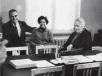 Con Dolores Ibárruri (a la dcha.) en la Casa de España, en Moscú.