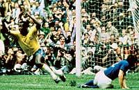 Un mito. Pelé, que calzaba unas Puma King, en México 70.