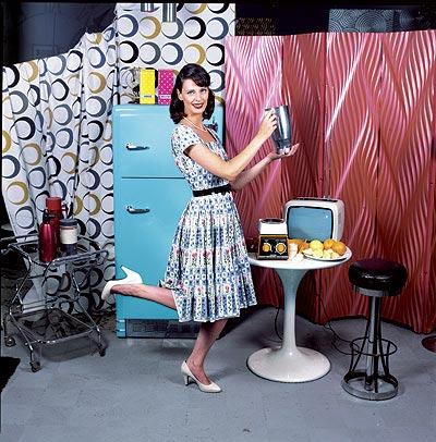 """Con una estética doméstica de los 60 y pose de """"pin-up"""", en la imagen el primer modelo del robot que llegó a España en el 78."""