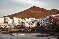 En el único puerto natural de El Hierro, La Restinga, se concentra la actividad pesquera de la isla. / SÁNCHEZ Y MONTORO