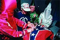 Sello. Otro requisito es derramar sangre sobre la bandera confederada