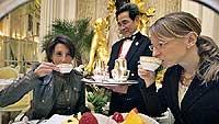 El hotel Ritz cuenta con uno de los salones de té más singulares y exclusivos de Londres: el Palm Court. Ambiente elegante y exclusivo, aristocrátivo y elitista. / PATXI URDIZ