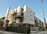 Edificio de viviendas en la calle de Francisco Suárez. / JOSÉ AYMÁ