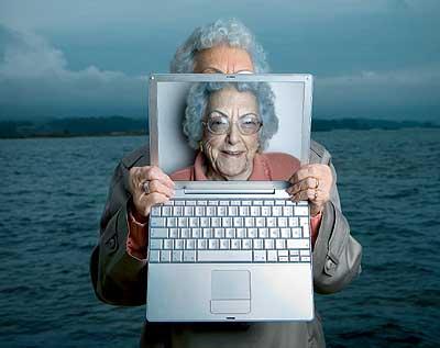 """Adelantada. María Amelia siempre fue muy avanzada. De joven la multaron por """"inmoral"""". Con 96 años escribe desde la costa gallega un exitoso blog en Internet."""