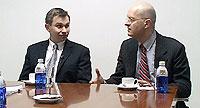 David Sinclair (a la izqda.) y Leonard Guarante, durante la entrevista que concedieron a SALUD. (Foto: Javier Beneytez).