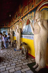 Las ciudades del Triángulo Cultural, declaradas Patrimonio de la Humanidad, son lugares de peregrinación y veneración de los budistas.