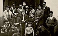 Foto familiar de 1960. Juande es el niño en cuclillas, primero por la izquierda.