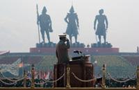 Delirio. Than Shwe, el Hitler de Asia para sus enemigos, ha ehcho colocar tres gigantescas estatuas de los antiguos reyes de Birmania. (Foto: AFP).