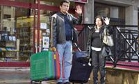 Rumbo a Quito. El jueves, Mauricio y Grace, 32 años ambos, dejarán Bilbao, donde viven desde hace siete años, para volver a Quito (Ecuador). Son la versión exitosa del inmigrante bumerán: con sus ahorros ha conseguido comprar dos casas y piensan poner un negocio. Aquí cada vez ganaban menos dinero. (Foto: Iñaki Andrés)