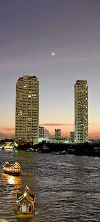 El Mae Nam Chao Phraya vertebra la capital tailandesa, compuesta por la Bangkok del pasado y la moderna del presente. (Foto: AGEFOTOSTOCK).