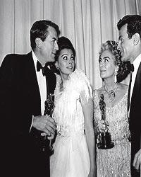El Óscar. Lo ganó en 1946 y 1963 (en la imagen) lo recogió en nombre de Anne Bancroft. Con ella, Gregory Peck, Sophia Loren y Fernanado Lamas.