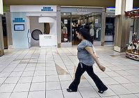 La primera 'tienda' que presta atención médica sin cita previa abre sus puertas en un centro comercial madrileño. (Foto: B. Rivas)