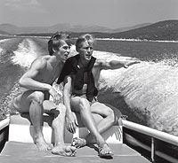 NAVEGANDO. El bailarín junto a su pareja Erik Bruhn en Grecia (1963).