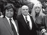Momentos difíciles. Con su hijo Miko y su nuera en el juicio contra su hijo Christian por asesinato en 1991.