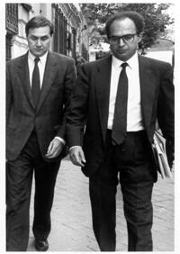 Benítez (dcha.) en 1992 con Julián García Valverde, ex ministro socialista encausado por las comisiones del AVE. (Foto: Carlos Miralles)