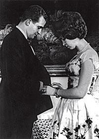 La princesa enamorada. Don Juan Carlos y Doña Sofía en el Palacio Real de Atenas el 27 de abril de 1962, cuando se anunció su compromiso oficial.