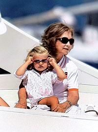 Amor en familia. Junto a su nieta, la infanta Leonor, en un paseo en la bahía de Palma el pasado verano.