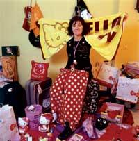 Un sueño hecho realidad: Alicia Pérez. Dependienta de una tienda Hello Kitty. Alicia tenía dos sueños: visitar Japón (y el parque temático de Hello Kitty) y vivir rodeada de sus cosas. El segundo lo ha conseguido: trabaja en una de sus tiendas.