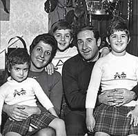 La familia. Con su mujer y sus tres hijos.