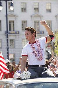 RÉPLICA. El actor neoyorquino Sean Penn apunta al Oscar por recrear al activista gay.