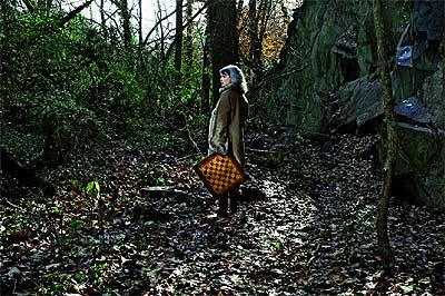 EL ESCONDITE. Katherine Neville posa en el bosque de Dumbarton Oaks (Georgetown), donde recrea la segunda parte