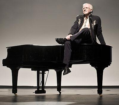Vocación musical. Teddy Bautista, sobre un piano del Centro de Arte y Tecnologías Aplicadas de Madrid.