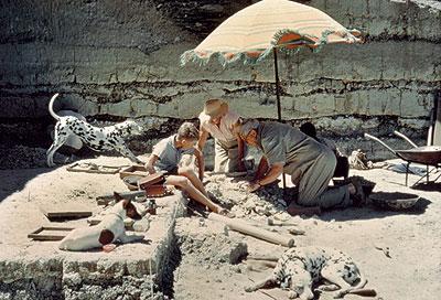 Con las manos en la tierra. Louis y Mary Leakey, con su hijo Philip, en Olduvai (Tanzania), en los años 60.