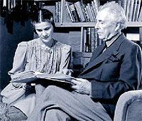 Frank L. Wright, con la bailarina montenegrina Olga Lazovich, su última mujer.