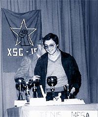 José Blanco en 1981, cuando dirigía las Xuventudes Socialistas de Galicia, en la entrega de unos trofeos de ping pong en Lugo.