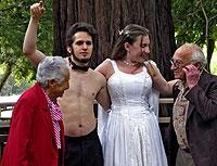 EN FAMILIA. Patri y su mujer, el día que se casaron, junto con los abuelos del novio. A la derecha, Milton Friedman, Nobel de Economía fallecido en 2006.