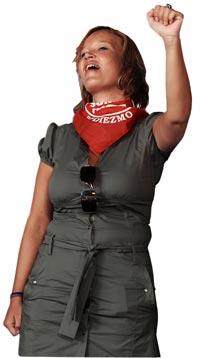 CON EL HIMNO. Leire Pajín, secretaria de organización del PSOE, quien cumple 33 años el miércoles, suele alzar el puño al son de 'La Internacional'.