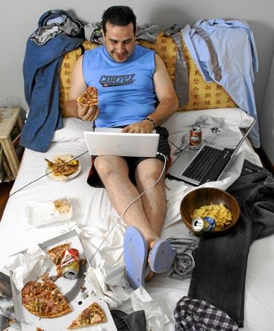 """""""Cuando estoy solo puedo dedicar unas cinco horas al día al ordenador y a la consola"""", Roberto Vega, 33 años, auxiliar administrativo."""