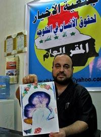 S.O.S. Abdul Karim preside la ONG local que intenta romper el silencio sobre los bebés deformes.